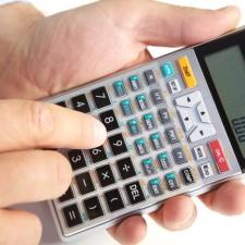 Kalkulačka vám spočítá, jaká bude náhrada mzdy od zaměstnavatele během prvních 14 dnů pracovní neschopnosti, a jakou budete dostávat nemocenskou od 15 dne.