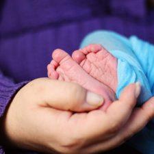 """Již v době před porodem může vznikat nárok na tzv. """"mateřskou"""" (přesněji se jedná o peněžitou pomoc v mateřství)."""