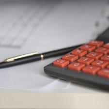 V naší online mzdové kalkulačce si můžete spočítat, jaká by měla být vaše čistá mzda v roce 2020.