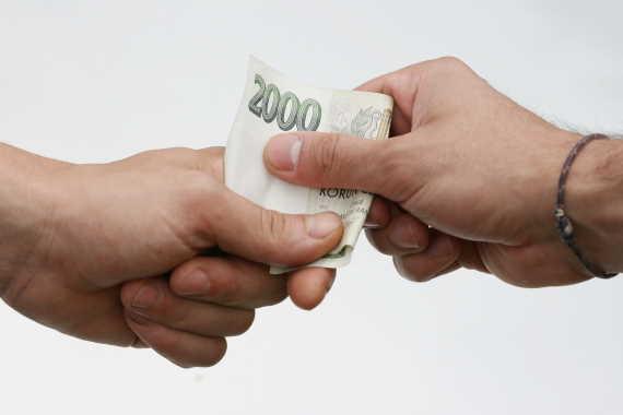 U první půjčky můžete dostat 5000 Kč na 30 dní nebo 10000 Kč na dva měsíce.