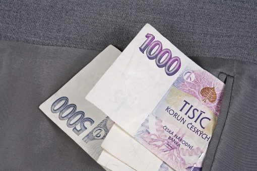 Rychlá nebankovní půjčka od Viva Credit s.r.o. nabízí až 20 000 Kč na 35 dní. U první půjčky je to bez poplatků a bez úroků. Peníze můžete mít do 10 minut. Při vyřizování úvěru se obejdete i bez potvrzení o příjmu ze zaměstnání, bez ručitele a bez zástavy.